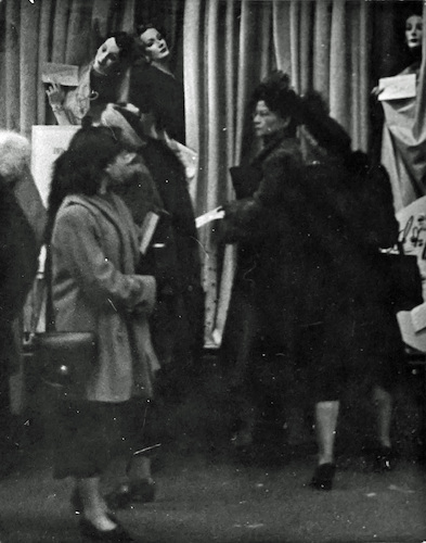 Women in front of a Shopwindow