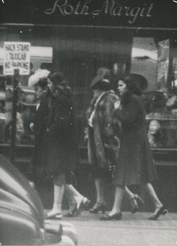 Women walking in front of the Roth Margit Store